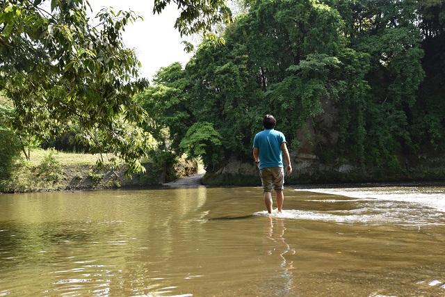 川の上を歩いて向こう岸に渡ろう