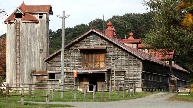 木造牛舎が建ち並ぶ、小岩井農場の空気感が凄い