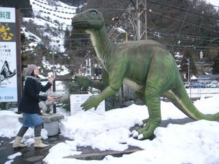 福井といえば恐竜。勝山駅前にあるでかい恐竜。