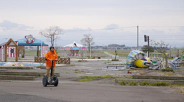 廃園した遊園地でセグウェイに乗ると近未来