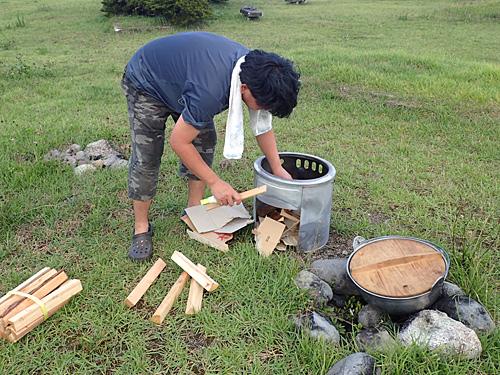 芋煮は基本的に薪でやります。