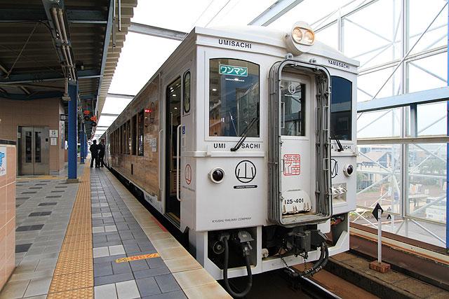 外装まで木!宮崎の観光列車「海幸山幸」に乗ってきた