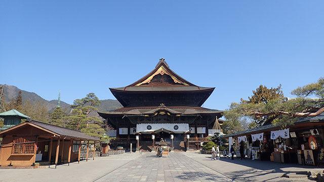 こんなに空いてる善光寺は珍しいと思います。