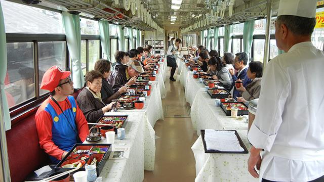 色んなきのこが食べられる、きのこ列車の旅